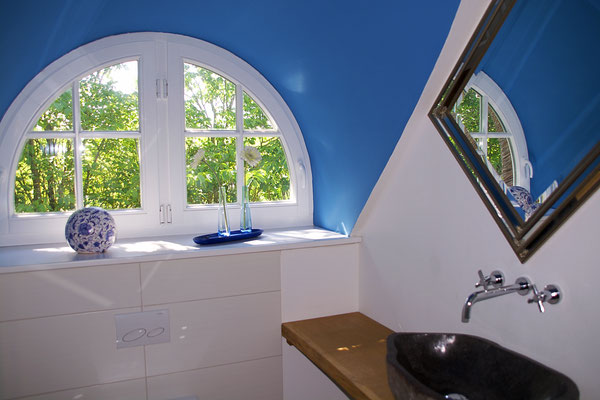 Ferienhaus Alte Deichkate - lässiger Luxus und echtes Landleben direkt an der Nordsee - Badezimmer 1. Etage