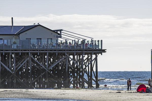 Auf den Strandhütten der Halbinsel verbringen die Menschen gerne viele Stunden ihres Tage - Entspannung und Naturgenuss pur