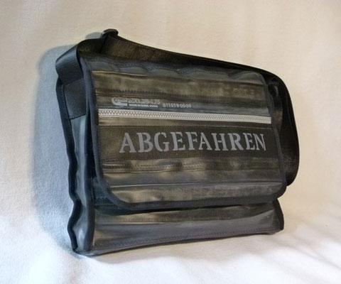 Messenger aus recyceltem Fahrradschlauch mit Abgefahren-Druck  | Marion Kienzle Upcycling & Design