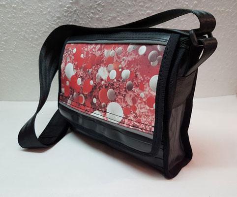 Messenger-Tasche-Umhängetasche-recycelt-Fahrradschlauc-Werbebanner-Reflektor-Marion Kienzle Upcycling & Design-Unikat-nachhaltig-
