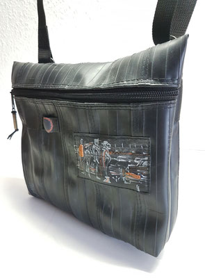 Artbag-Tasche-Umhängetasche-recycelt-Fahrradschlauch-individuell-bemalt-Marion Kienzle Upcycling & Design-Unikat-nachhaltig-Art-