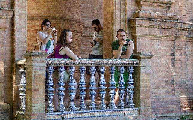 Plaza de Espana de Séville - Les rues de Séville - Badauds - Flâner à Séville - Séville en Espagne - Photos de Séville - Architecture à Séville - Vacances en Espagne - Dominique MAYER - www.dominique-mayer.com