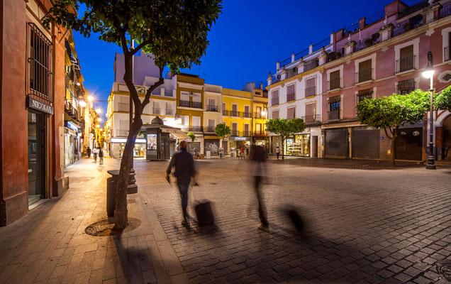 Les rues de Séville - Badauds - Flâner à Séville - Séville en Espagne - Photos de Séville - Architecture à séville - Vacances en Espagne - Dominique MAYER - www.dominique-mayer.com