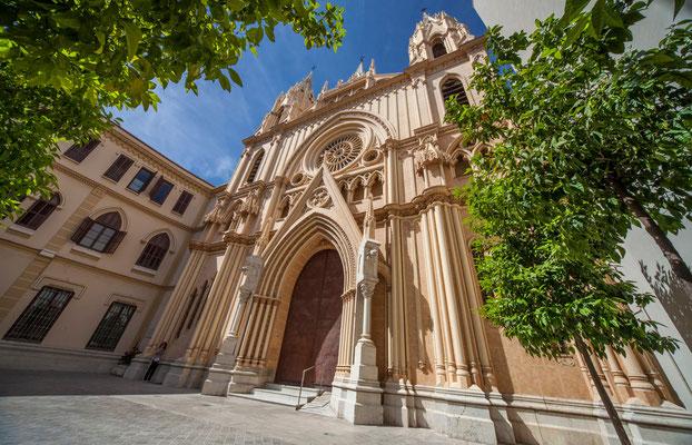 Eglise du salut du Christ - Les rues de Malaga - Badauds - Flâner à Malaga - Malaga en Espagne - Photos de Malaga - Architecture de Malaga - Vacances en Espagne - Dominique MAYER - www.dominique-mayer.com