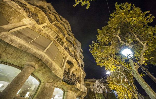 Barcelone en Espagne - Antoni GAUDI, architecte  - Photos de villes - Photos de nuit - Paysages urbains - Vacances en Espagne - Architecture de Barcelone - Dominique MAYER - www.dominique-mayer.com