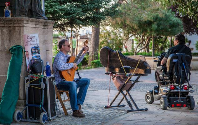 Artistes de rues - Les rues de Ronda - Badauds - Flâner à Ronda - Ronda en Espagne - Photos de rues - Vacances en Espagne - Dominique MAYER - www.dominique-mayer.com