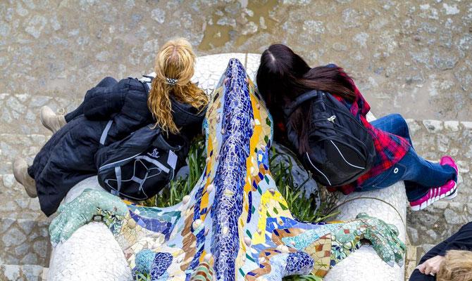 Barcelone en Espagne - Photos de villes - Paysages urbains -Antono Gaudi, architecte - Parc Güell - Vacances en Espagne - Badauds - Architecture de Barcelone - Dominique MAYER - www.dominique-mayer.com