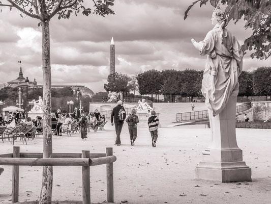#Tuileries - #Les badauds à Paris - #Architecture de Paris - #Paris - #Photos de Paris - #Paysages urbains - #DominiqueMAYER - www.dominique-mayer.com