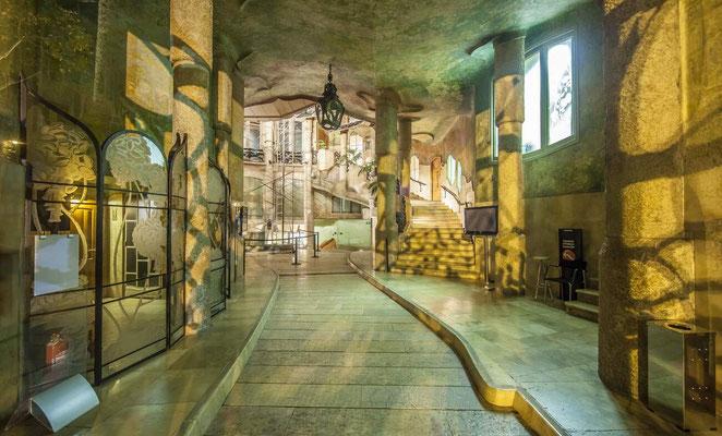 Barcelone en Espagne - Antoni GAUDI, architecte - Patio - Photos de villes - Paysages urbains - Vacances en Espagne - Architecture de Barcelone - Dominique MAYER - www.dominique-mayer.com