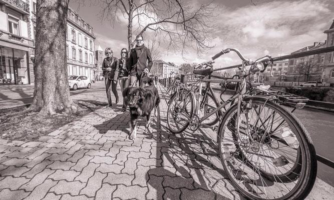 #Les quais de Strasbourg - #Les badauds de Strasbourg - #Promeneur de Strasbourg - #Photos de Strasbourg - #Paysages urbains - #Dominique MAYER - www.dominique-mayer.com
