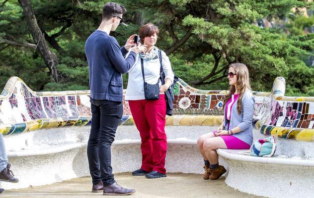 Barcelone en Espagne - Photos de villes - Paysages urbains - Antoni Gaudi, architecte - Parc Güell - Vacances en Espagne - Badauds - Architecture de Barcelone - Dominique MAYER - www.dominique-mayer.com