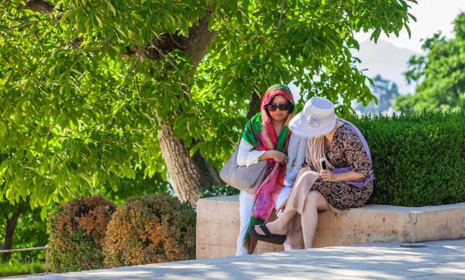L'Alhambra à Grenade en Espagne - Visiter l'Alhambra - Badauds - Flâner à Grenade - Grenade en Espagne - Photos de Grenade - Architecture à Grenade - Vacances en Espagne - Dominique MAYER - www.dominique-mayer.com