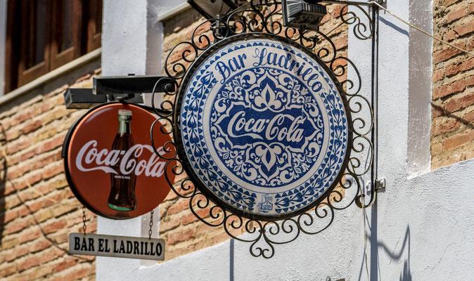 Enseignes Coca Cola - Les rues de Grenade - Badauds - Flâner à Grenade - Grenade en Espagne - Photos de Grenade - Architecture à Grenade - Vacances en Espagne - Dominique MAYER - www.dominique-mayer.com