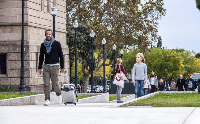 Barcelone en Espagne - Photos de villes - Paysages urbains - Vacances en Espagne - Badauds - Architecture de Barcelone - Dominique MAYER - www.dominique-mayer.com