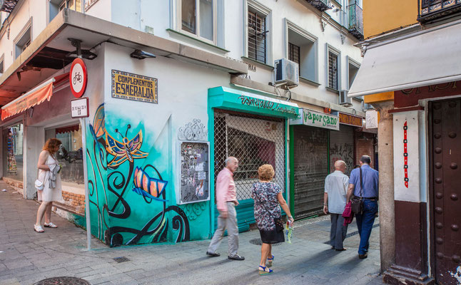 Graffitis - Les rues de Jerez de la Frontera - Badauds - Flâner à Jerez de la Frontera - Jerez de la Frontera en Espagne - Photos de Jerez de la Frontera - Vacances en Espagne - Dominique MAYER - www.dominique-mayer.com