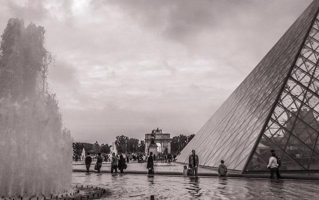 #LeLouvre - #PyramideduLouvre - #Architecture de Paris - #Paris - #Photos de Paris - #Paysages urbains - #Dominique MAYER - www.dominique-mayer.com