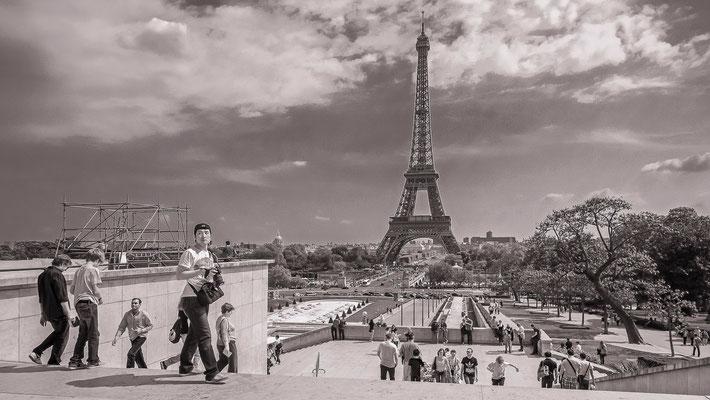 #La tour Eiffel - #Les badauds de Paris - #Architecture de #Paris - #Photos de Paris - #Paysages urbains - #Dominique MAYER - www.dominique-mayer.com