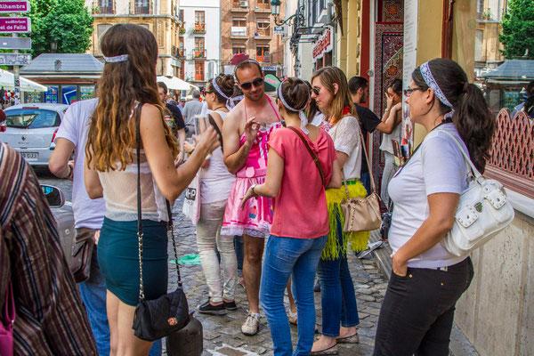 Les rues de Grenade - Badauds - Flâner à Grenade - Grenade en Espagne - Photos de Grenade - Architecture à Grenade - Vacances en Espagne - Dominique MAYER - www.dominique-mayer.com