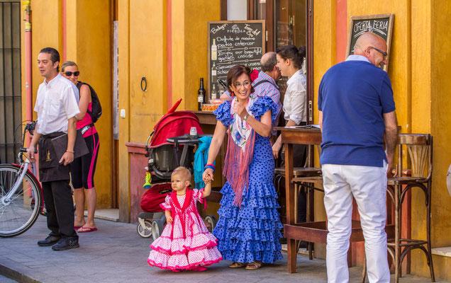 Costumes traditionnels espagnols - Les rues de Séville - Flâner à Séville - Séville en Espagne - Photos de Séville - Vacances en Espagne - Dominique MAYER - www.dominique-mayer.com
