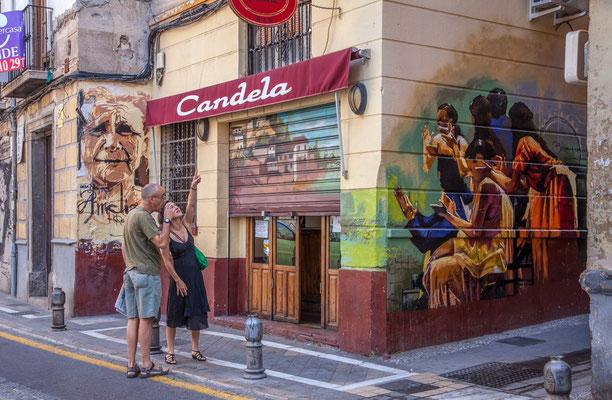 Graffitis - Les rues de Grenade - Badauds - Flâner à Grenade - Grenade en Espagne - Photos de Grenade - Architecture à Grenade - Vacances en Espagne - Dominique MAYER - www.dominique-mayer.com