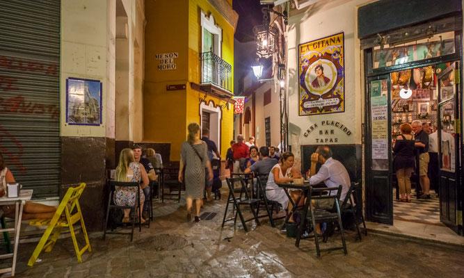 Restaurant à Séville - Les terrasses de Séville - Les rues de Séville - Badauds - Flâner à Séville - Séville en Espagne - Photos de Séville - Vacances en Espagne - Dominique MAYER - www.dominique-mayer.com