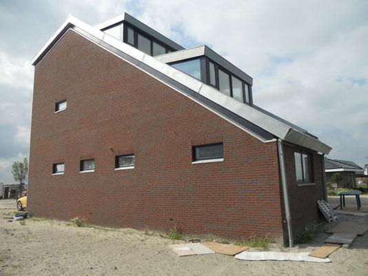 Projekt Almere: Aanbrengen zinken dakranden