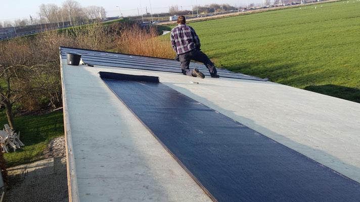 Aanbrengen dakbedekking nieuwbouw