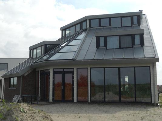 Project Almere: Aanbrengen zinken dak