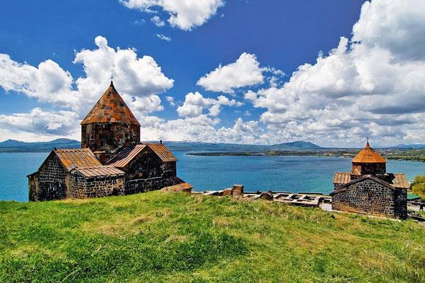 Monastero sul lago Sevan - Armenia