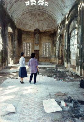 La chapelle Saint Joseph telle qu'elle était au début des années 1990 quand l'Église catholique a pu la récupérer.