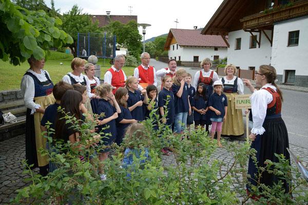 Brunnensingen Rietz gemeinsam mit dem Kinderchor Mühlau, 31.05.2015