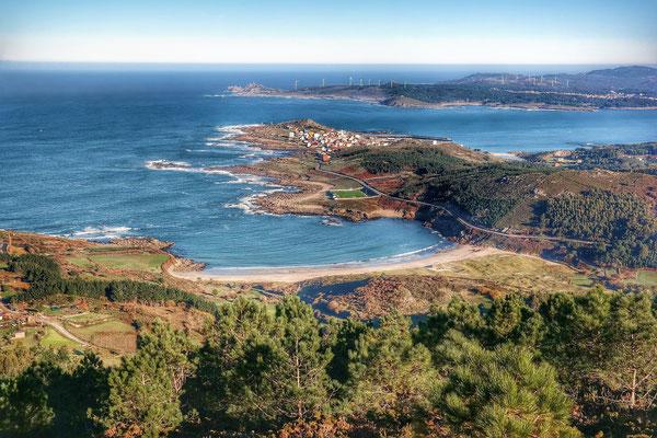 Fischerdorf Muxia liegt malerisch auf eine Atlantik Halbinsel