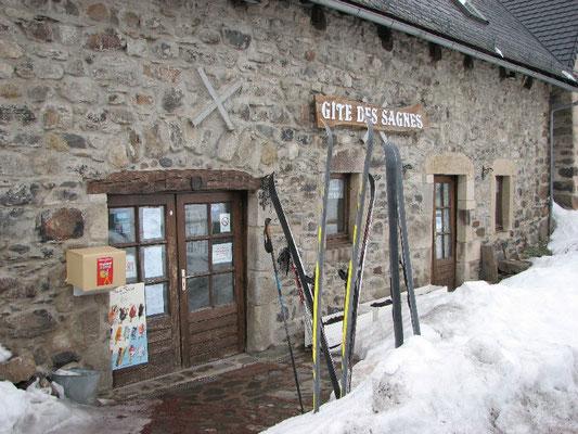 Arrivées d'une étape en skis nordiques à la Godivelle