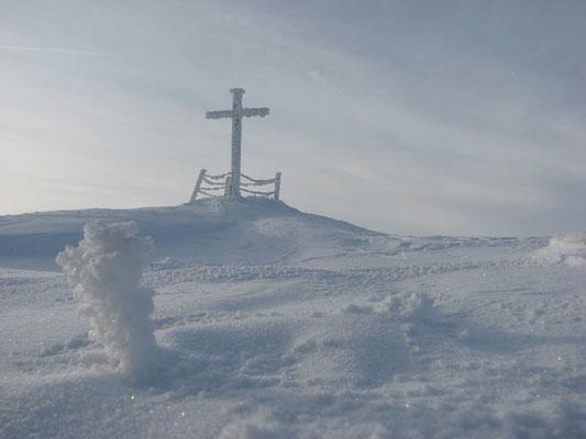 La Croix du lac d'En Haut au coeur de l'hiver