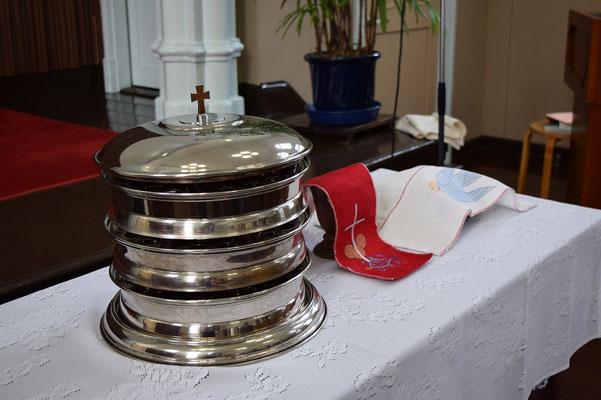 恵老の日に旭東教会は聖餐式を守ります。