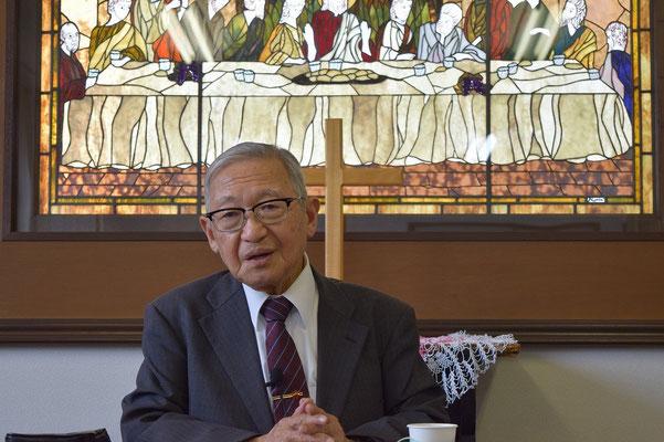 関田寛雄先生をお迎えした日の午後、じっくりと講演を伺った。この写真、関田先生に拡大して贈呈。