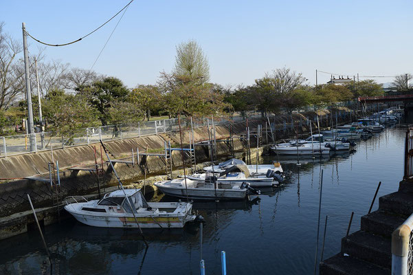 【西大寺の町並みシリーズ(その21)】西大寺は瀬戸内海に通じます。こうした船も係留されている。