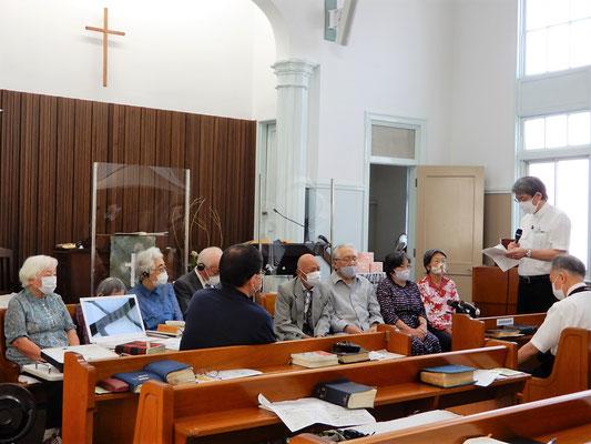 2021年9月19日(日)恵老祝福礼拝の中でも、特に、10時40分位からの40分ほどは、拡大版みんなの教会学校で、恵老の皆さま〈80歳以上〉で礼拝に出席出来た方々を前方にお招きし楽しい時間を始めました。インタビュー形式で、日々の恵を証しして頂きました。牧師が司会です。