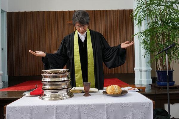 エピクレーシス、聖霊を求める祈りの場面。