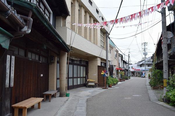 【西大寺の町並みシリーズ(その43)】五福通りの別アングル。