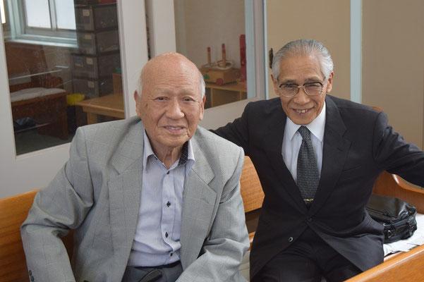2015年5月17日の礼拝後、だいぶ静かになった礼拝堂に居られた95歳と91歳のお二人。左は脇本寿牧師、そして、正兄。お二人が居られる教会は平安です。