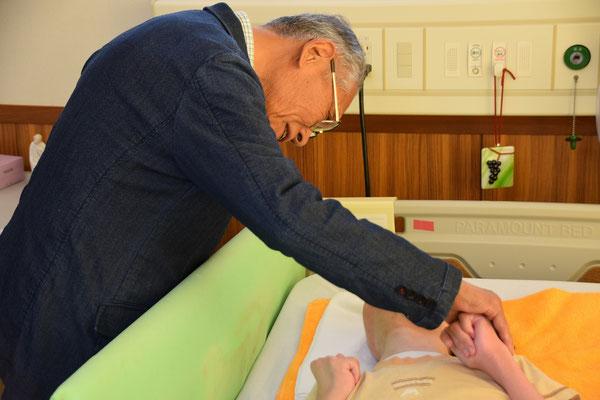 2018年4月22日(日)の夕刻、寿子さんのご子息がお過ごしのお部屋を、正さん、美樹さんと4名で訪問。以下、寿子さんのご了解を頂いてアップロードいたします。とても豊かな日曜日の夕暮れ時となりました。