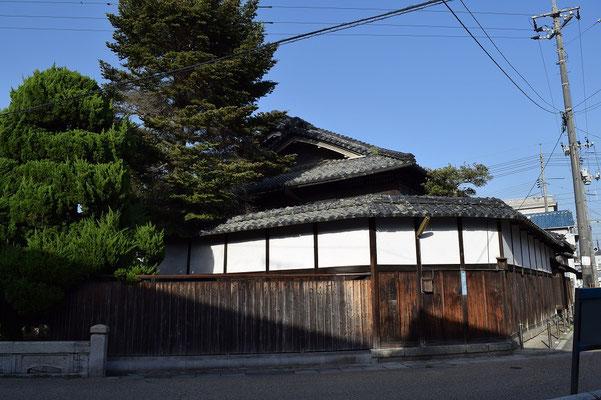 【西大寺の町並みシリーズ(その3-2)】岡山と言えば天満屋さんですが、こちら、その本家ではないかと思います。教会から2分で着きます、はい。西大寺文化資料館の裏手です。