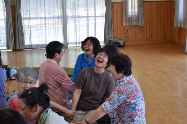 雅代さんの笑顔はとびきりです。いやいや周囲の皆さんもかな。