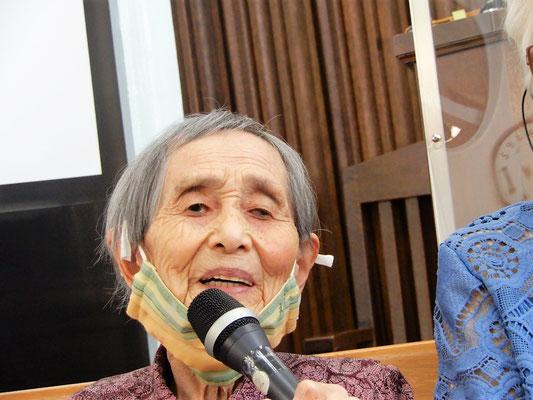 2021年9月19日(日)96歳になったばかりの光子さん。感謝、感謝、「ありがとうございます」の連続でした。賛美の時は手をたたきながら参加して下さいます。