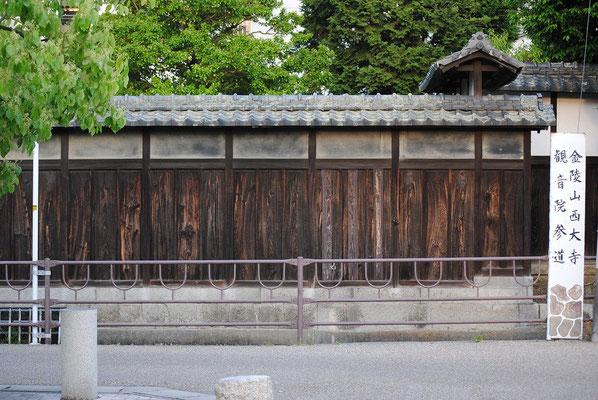 【西大寺の町並みシーズ(その3-3 )】教会から1分と少しも歩くとこちらの風景に出くわします。実は西大寺文化資料館の横側なのですが・・・この角度での一枚が風情あるものとなりました。