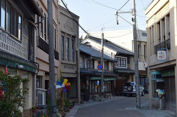 【西大寺の町並みシーズ(その6-1 )】ここが、映画のロケでしばしば撮影が行われる五福通り。昭和30年当時を彷彿させてくれる。