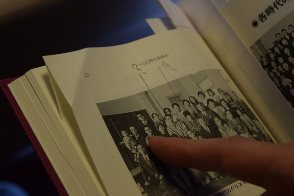こちらは、文彦さんと史生さんを訪問の時のもの。「ほら、ここに文彦が」と。教会の記念誌に掲載されていた写真を史生さんが見つけてくれていました。