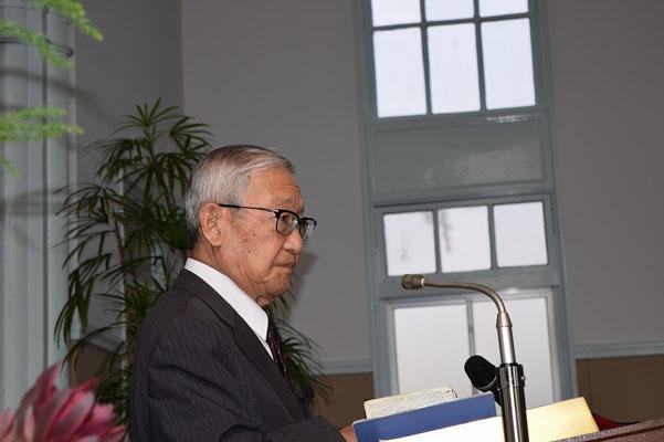 関田寛雄先生、講壇の上で、グイッと気を引き締められたところが偶然カメラにおさまった