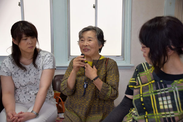 書子(ふみこ)さんは、左隣の娘さんと初参加 楽しく語らいました